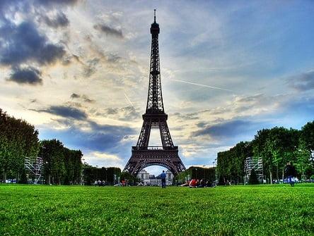 פריז (everystockphoto)