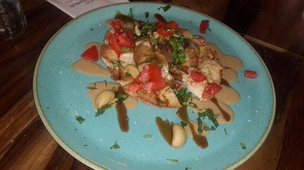 חציל קלוי עם טחינה, סילאן ועגבניות