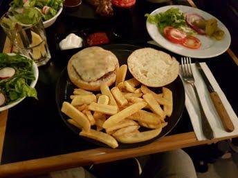"""צ'יזבורגר """"לה ביסטרו"""" חולון"""