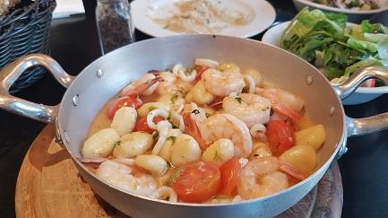 מחבת פירות ים וניוקי - לה ביסטרו