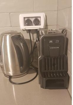 מכונת אספרסו במטבח בעין זיוון