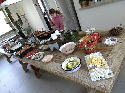 ארוחת בוקר בכפר הנופש עין זיוון