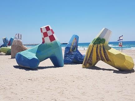 טטריפודים בחוף אשדוד