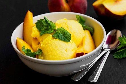 גלידת אפרסקים (צילום: Depositphotos)