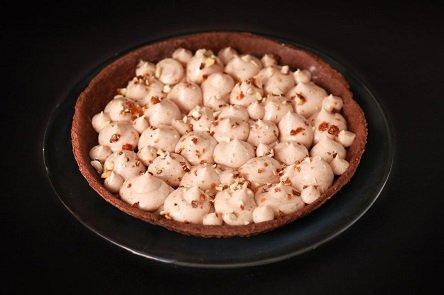 פאי שוקולד טבעוני במילוי גבינת נוגט (צילום: חנה יודייקין)