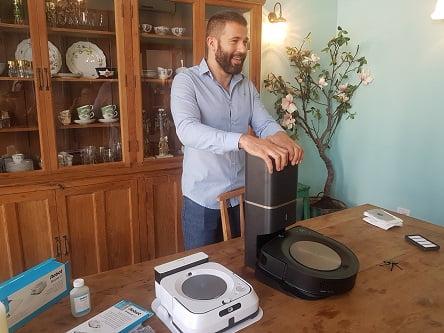 iRobot גם שואב וגם שוטף