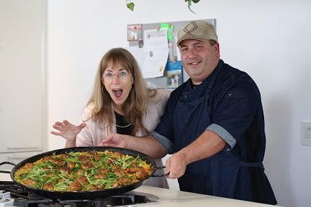 שף מריאנו, דיאטנית רותי אבירי עם טונה סטארקיסט (צילום: קרן מזור)
