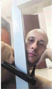 אריאל ברונז נעול בקרן הרווחה לניצולי שואה- צילום עצמי