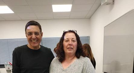 אביבה בר עם פרופ' עמוס רולידר (צילום מתוך אלבום פרטי)