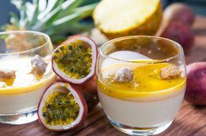 פנקוטה עם פירות אקזוטיים וקראמלבס שקדים (צילום: איתיאל ציון)