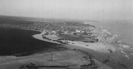"""שפך הירקון לים התיכון, תל אביב ויפו ברקע הרחוק 1917-1920(באדיבות יח""""צ)"""
