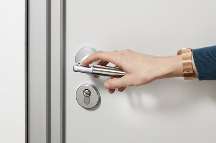 מולטילוק מציגה פתיחת דלת פנימית ללא מפתח