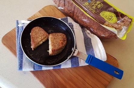 מתכון של טוסט נוסטלגי מטוגן במחבת, מלחם פשתן