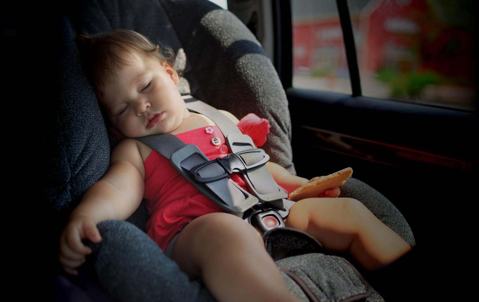 מערכת הכפתור משיקה את BABY למניעת שיכחת ילדים ברכב