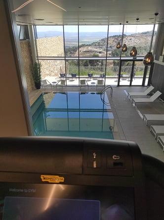 מבט מקומת חדר הכושר בספא של מלון גולדן קראון, נצרת