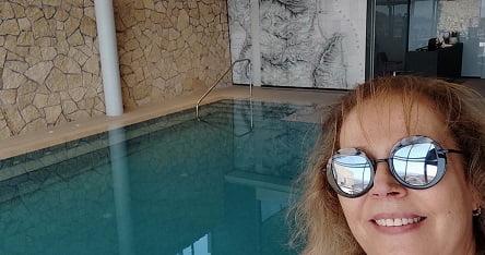 הבריכה בספא של מלון גולדן קראון, נצרת