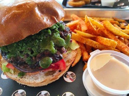 המבורגר פסטו סטארלינג דיינר אמריקאי