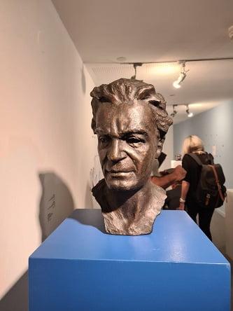 שדרת פסלים - מוזיאון חיפה לאמנות (צילום: סימונה ארד)