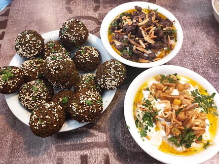 מסעדת אל-קלחה - פלאפל, פאתא עם בשר, פאתא ללא בשר