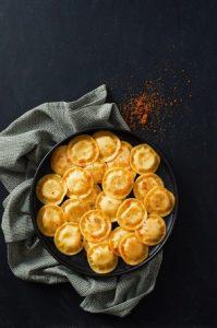 רביולי במילוי גבינות פסטה ריקו (צילום: אסף אמברם)