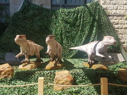 """בואו לגלות את סודות הדינוזאורים – מילה של """"אמא נגה"""" רוצו…."""
